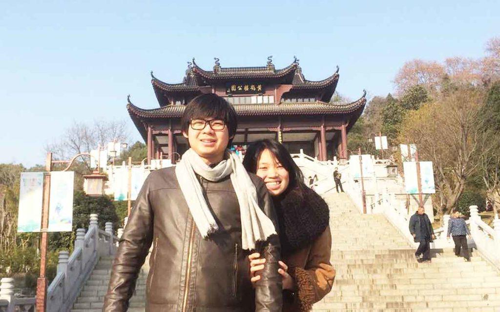 壁面緑化の専門店、株式会社マラナタの社長夫婦の画像