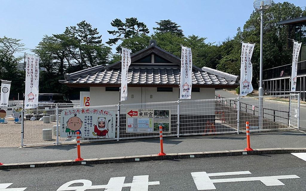 浜松城のフェンスの屋外壁面緑化工事の施工前の正面画像